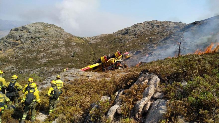 Un muerto al estrellarse un hidroavión que sofocaba el incendio de O Xurés