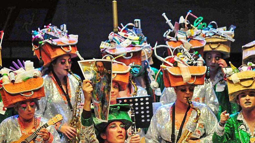 La comparsas grovenses lamentan la postura de la concejala de Cultura