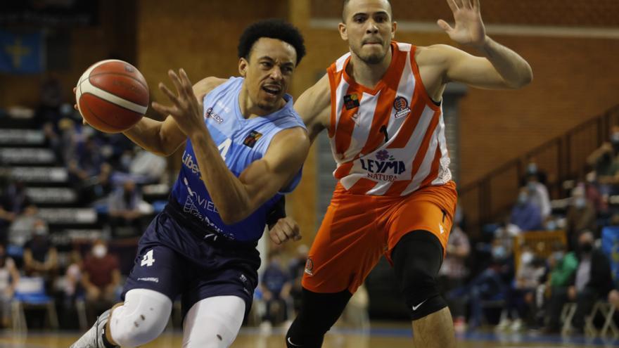 Al Liberbank Oviedo Baloncesto le arrebatan el sueño: pierde 69-70 en un polémico final