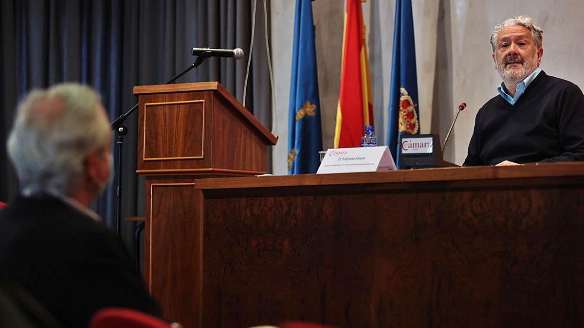Feliciano Novoa, durante la conferencia de ayer.   Irma Collín