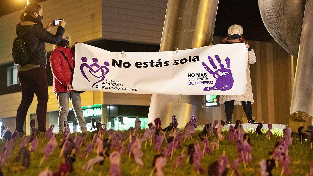 La rotonda de la Tolerancia del Port de Sagunt de mensajes contra la violencia machista | DANIEL TORTAJADA