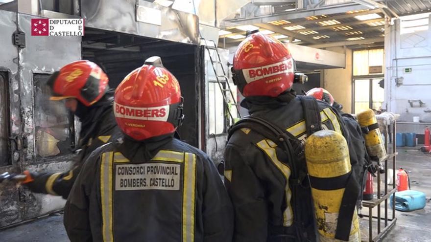 Imágenes del incendio de un taller en Vila-real