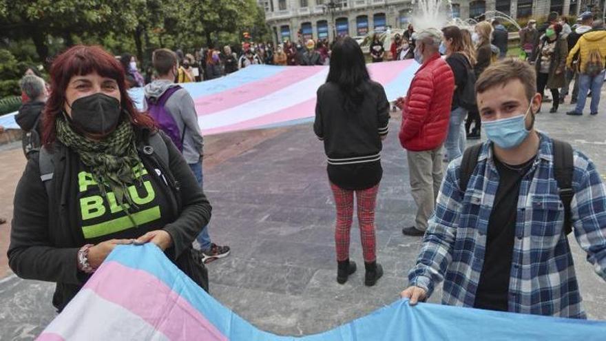 El colectivo trans despliega su orgullo en Oviedo