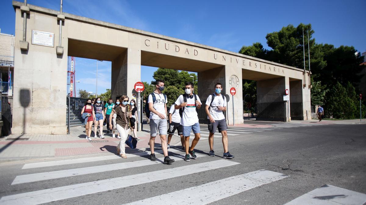 Entrada a la ciudad universitaria de Zaragoza, donde tendrán lugar varias de las pruebas de la oposición