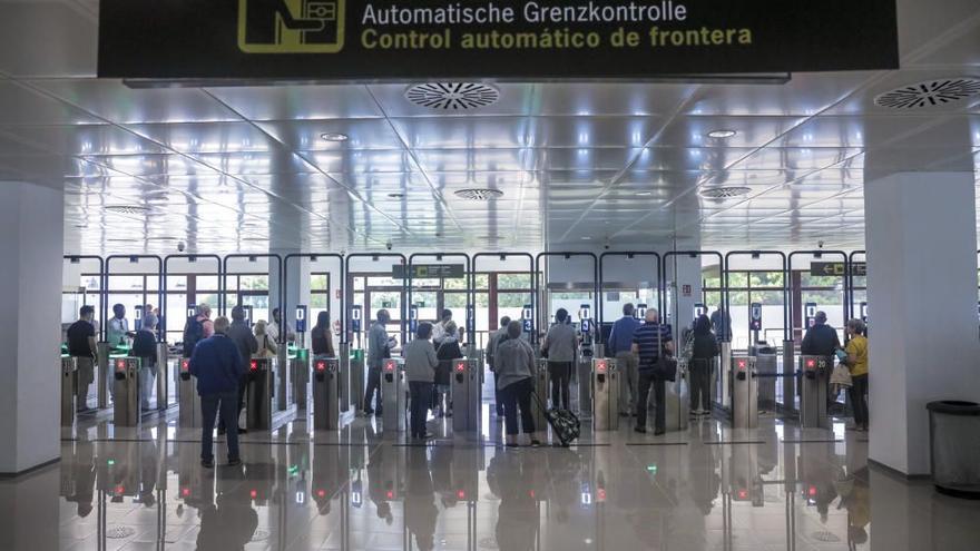 Detenidos cinco albaneses en Palma que trataban de entrar en Reino Unido con documentación falsa