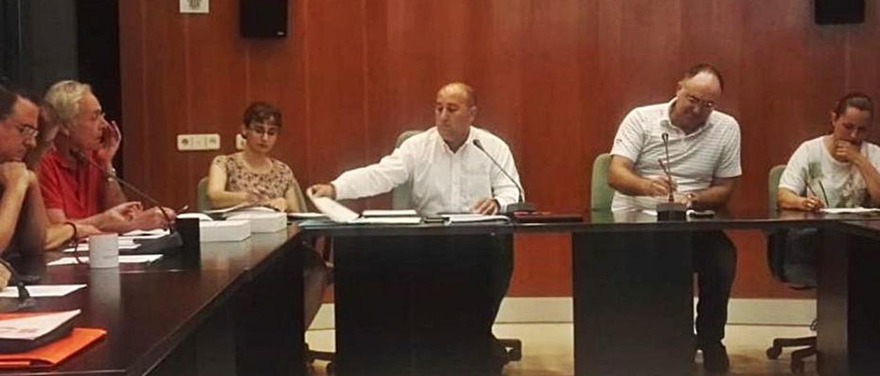 El Pleno aprobó por unanimidad la bajada del IBI. | A. M.