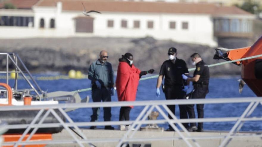 Se elevan a 21 los positivos de Covid de la última patera de Fuerteventura