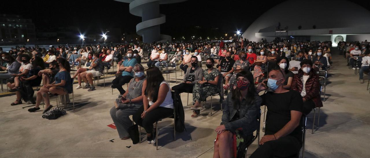 Ambiente en la plaza del Niemeyer, en un concierto el pasado verano.