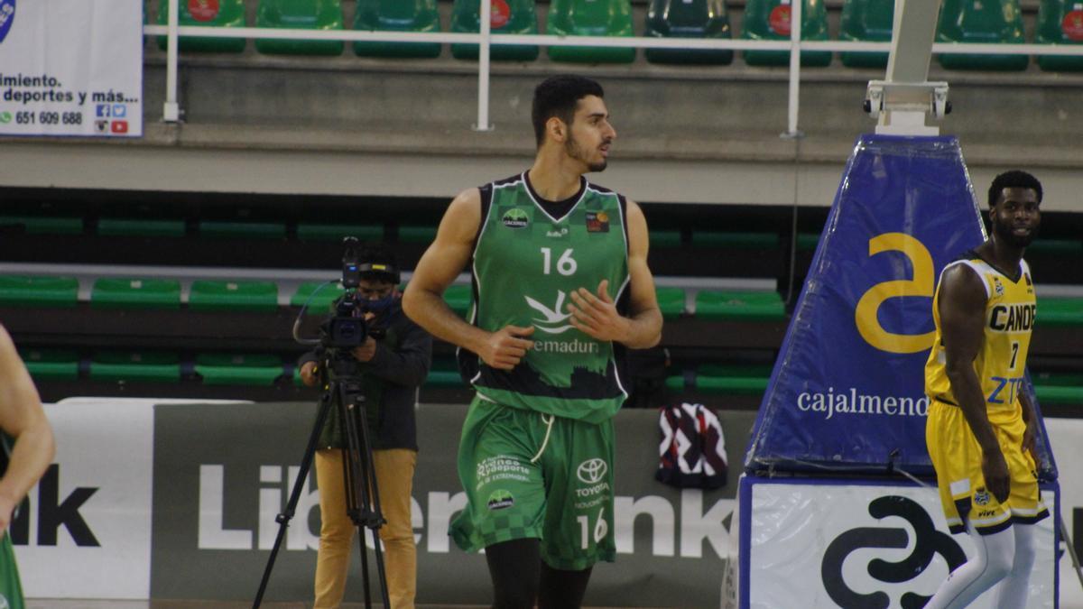 Aitor Etxeguren durante un partido del Cáceres.