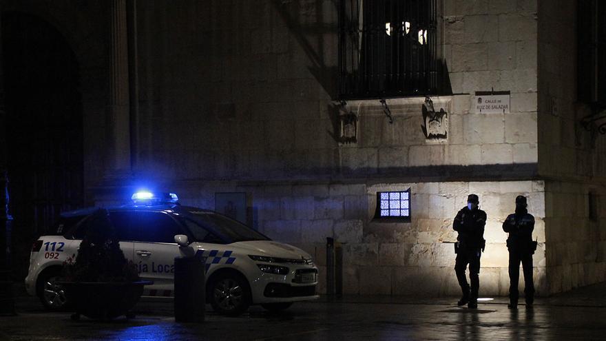 Una pareja, detenida por agredir a dos policías locales en León