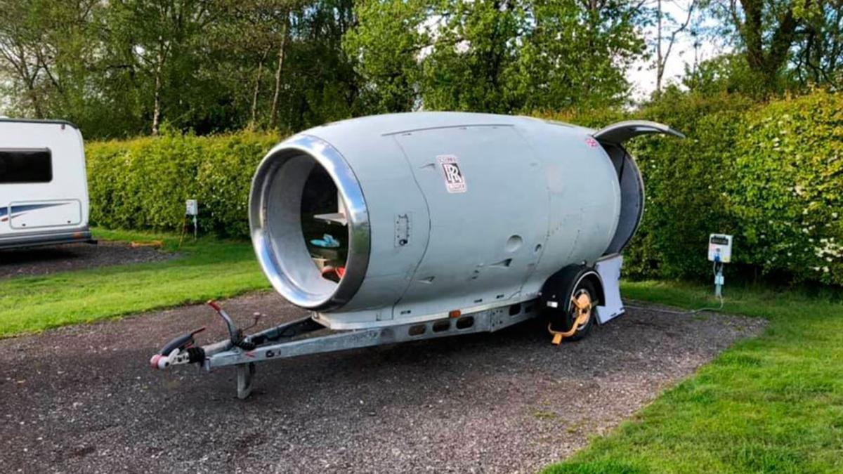 La caravana hecha en un motor de avión