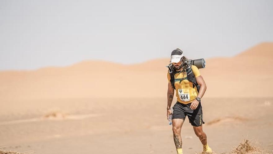 El oriolano Juanmi López completa el Maratón de los Sables