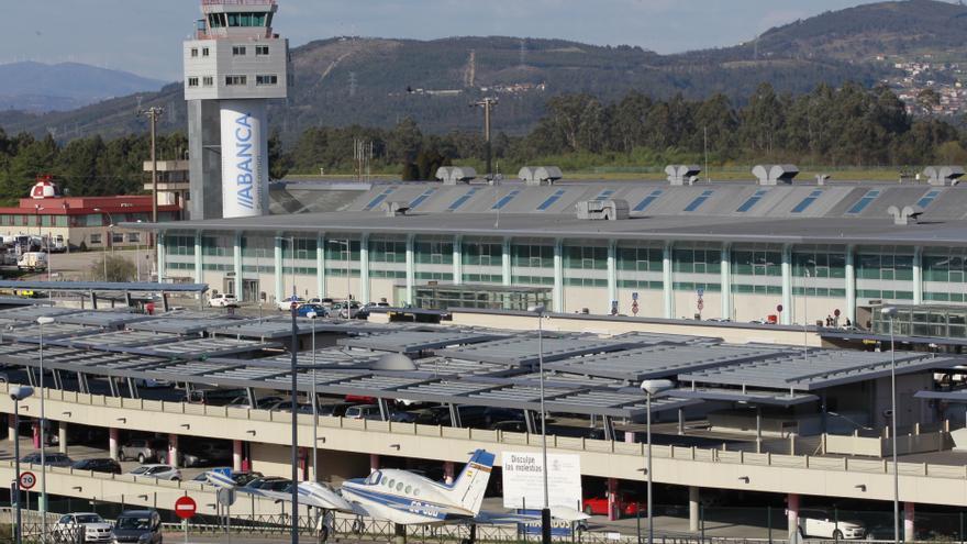 Outlet Peinador: el aeropuerto de Vigo se 'convierte' en recinto ferial de coches