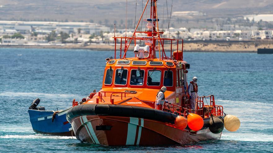 Salvamento auxilia a 40 inmigrantes en patera a nueve millas del Faro de Maspalomas