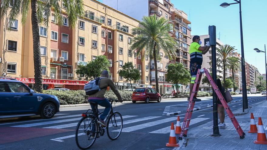 Nueva tanda de avisadores en los pasos de peatones de València