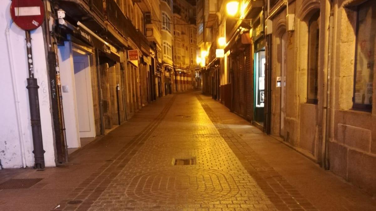 Así estaban las calles de A Coruña en la noche del viernes de Carnaval