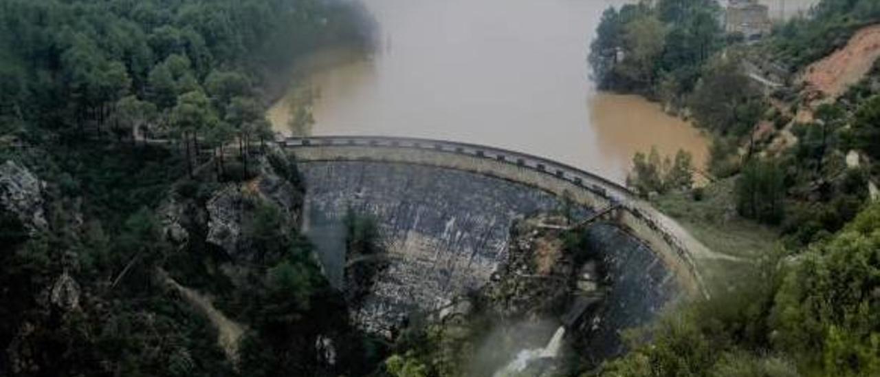 Pantano de Buseo en Chera, a punto de desbordarse el pasado mes de diciembre tras el episodio de fuertes lluvias.