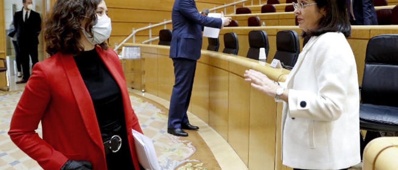 Las ministra Carolina Darias, ayer, en el Senado con la presidenta de Madrid, Isabel Díaz Ayuso.