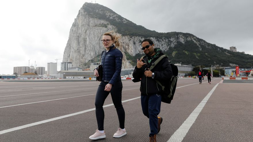 Gibraltar ensaya la nueva normalidad con paseos sin mascarillas
