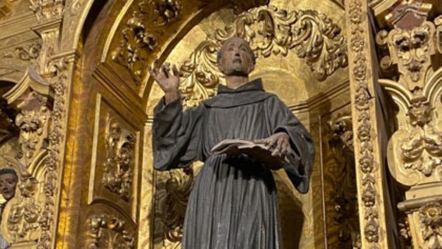 Luz verde a la restauración de la imagen de San Pedro de Alcántara en el retablo de San Francisco