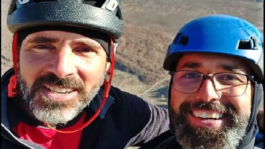 Granadilla llora la muerte de los dos montañeros en el Roque de La Catedral