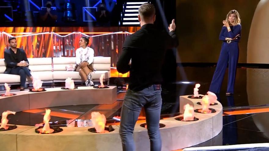 """Tony Spina se va del plató de las 'Tentaciones' tras discutir con Nagore y Sandra Barneda: """"Por ahí no paso"""""""