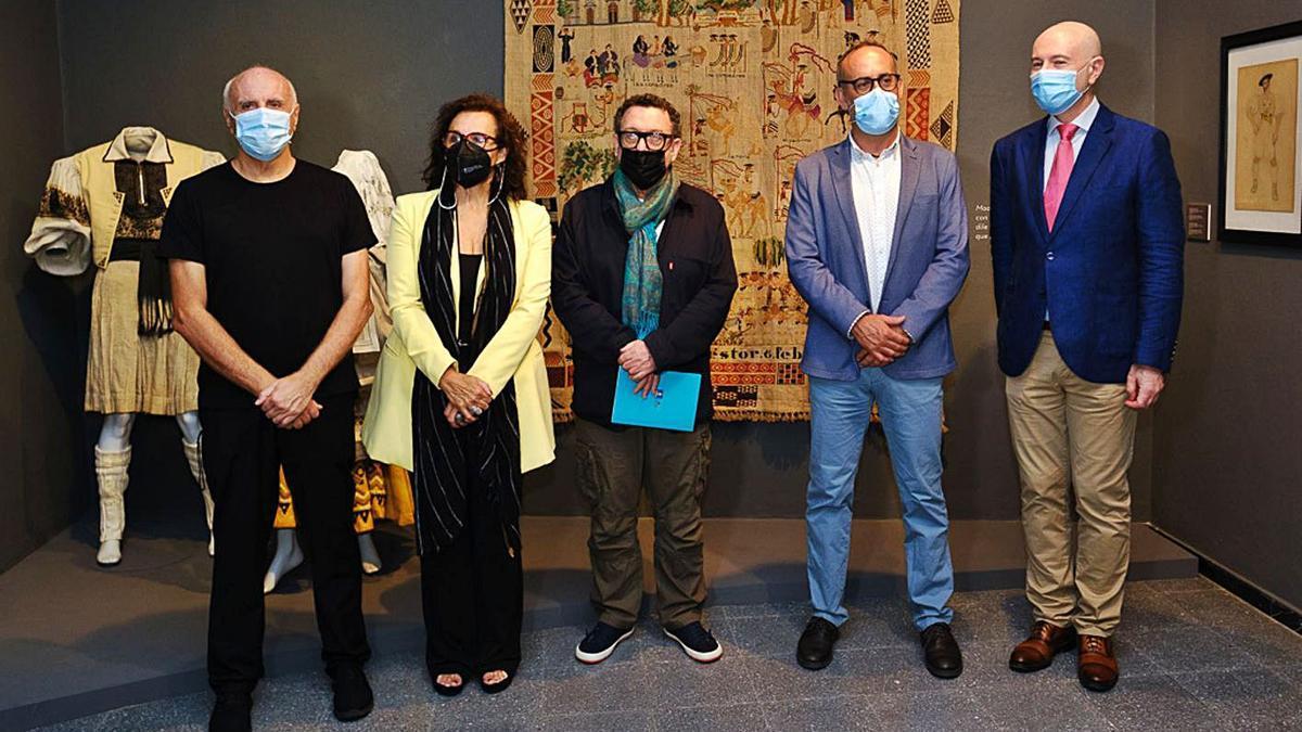 On the left, José Luis Gago, Elen Acosta, Manuel González, Francisco Bravo de Laguna and Daniel Montesdeoca.  |  |  DC