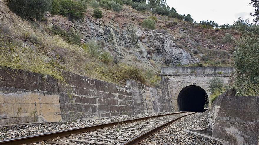 Adif inicia obras en la línea Xàtiva-Alcoi que obligarán  a viajar mes y medio en bus