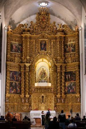 Entrega de la rehabilitación del retablo de la Virgen de Los Remedios en la Catedral de La Laguna