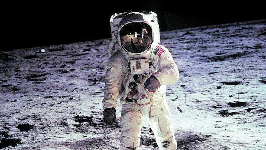 Astronautas sin traje espacial para volver a la Luna