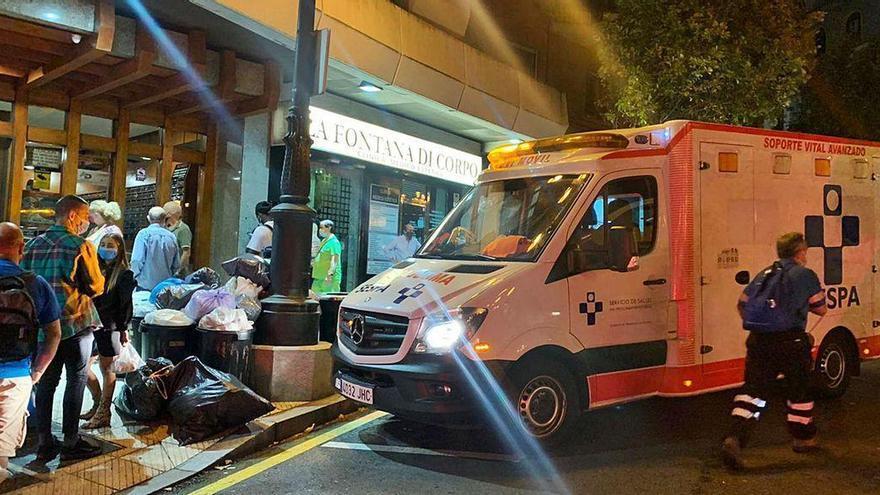 Muere la mujer que fue agredida por su pareja en un portal de Oviedo