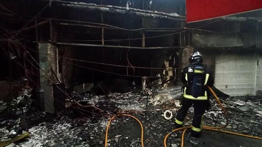 El incendio en el centro comercial Plaza Maspalomas afectó a seis locales