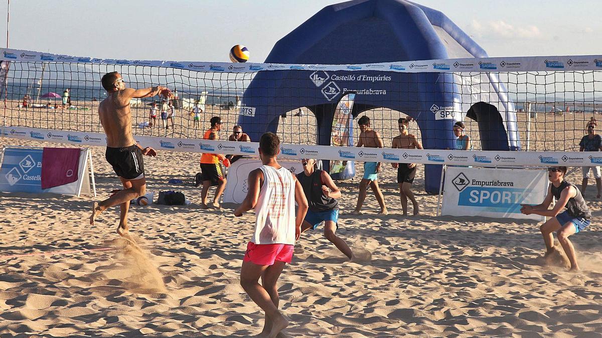L'Empuriabrava Sports recupera els torneigs amateur a la platja   GERARD BLANCHÉ