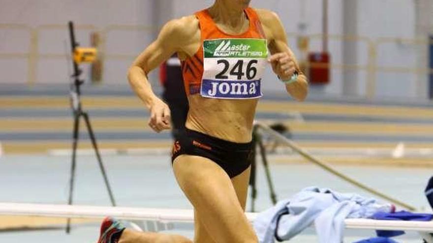 Luz María Domínguez, oro con récord de España en la prueba de 400 metros