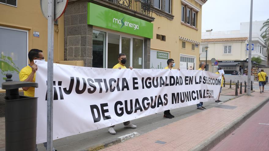 Manifestación de excluidos en la selección de chóferes de Guaguas