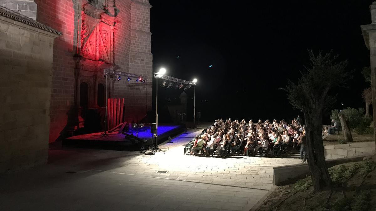 Público durante una representación teatral de una edición anterior.