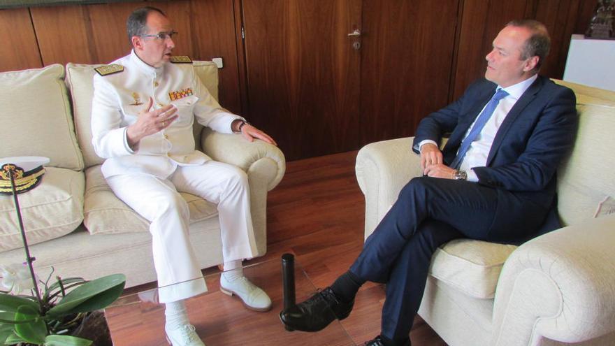 El almirante Luis de la Puente visita al alcalde