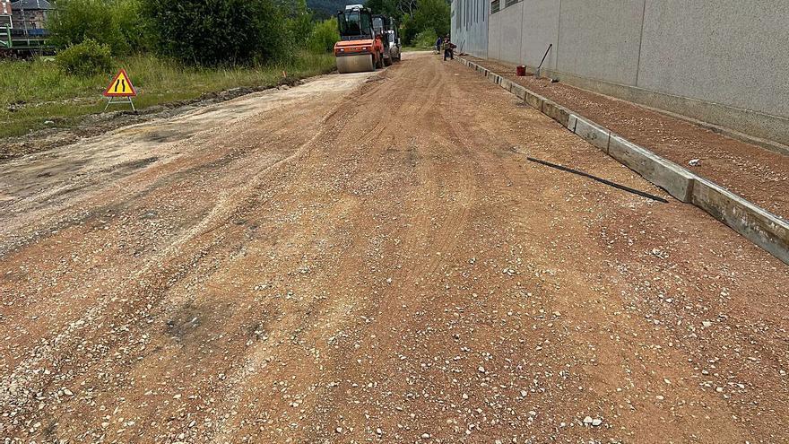 Nuevo vial en el polígono industrial de Salcedo, en Pravia