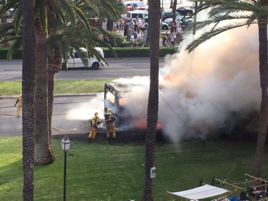 Bus brennt in Palma