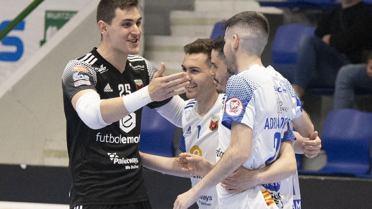 Iván Bernad celebra un gol con Javi Alonso, Dian Luka y Adri Ortego.