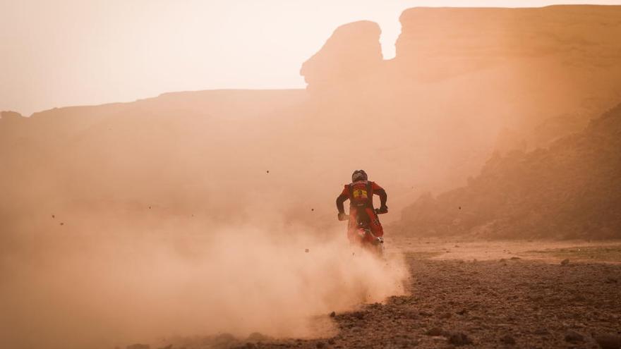 Sainz vuelve a sufrir con la navegación en el Dakar y Barreda pierde 19 minutos