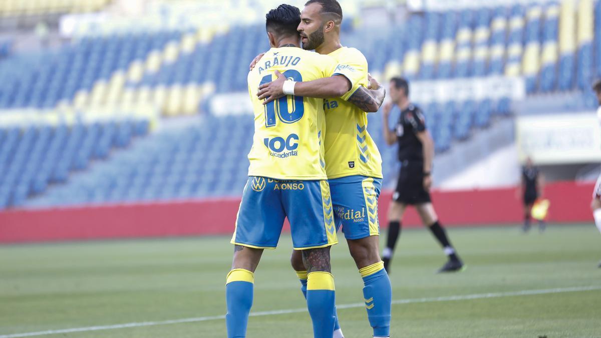 Araujo y Jesé celebran sus goles