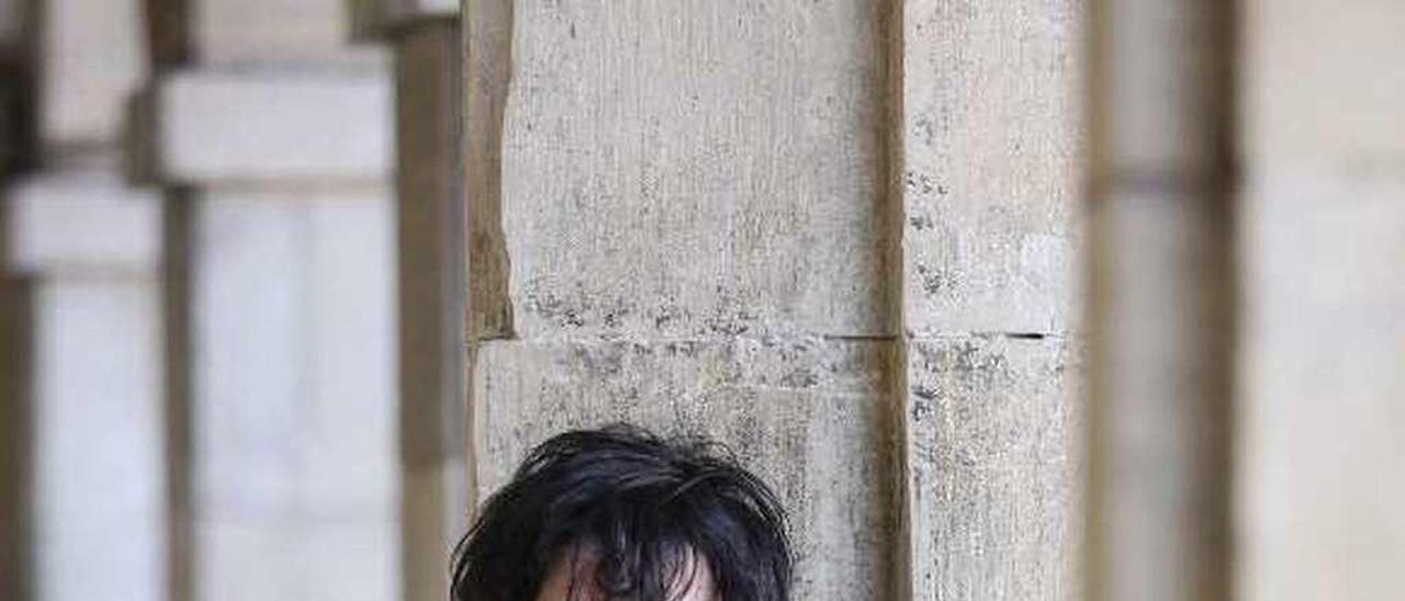 David Salcines, bajo los soportales de la plaza de España.
