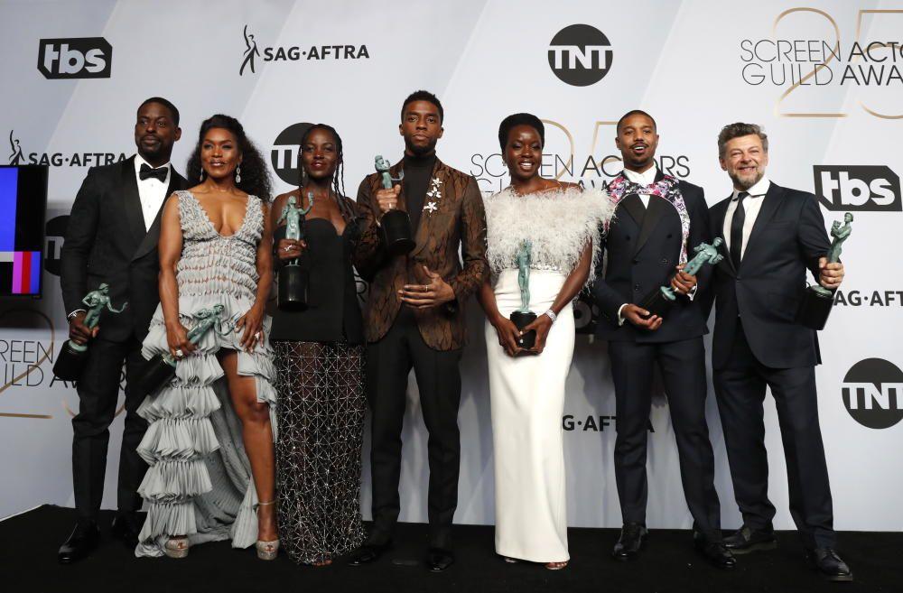 """Premios del Sindicato de Actores: El reparto de """"Black Panther"""", con las estatuillas."""