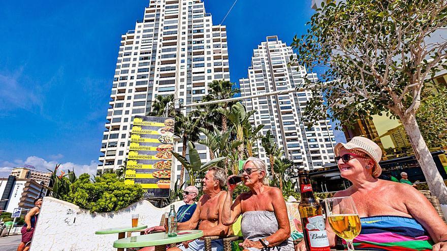 Benidorm tarda 6 meses en tramitar licencias para legalizar pisos turísticos