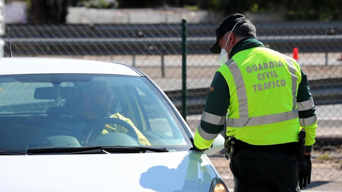 Un control de tráfico de la Guardia Civil.