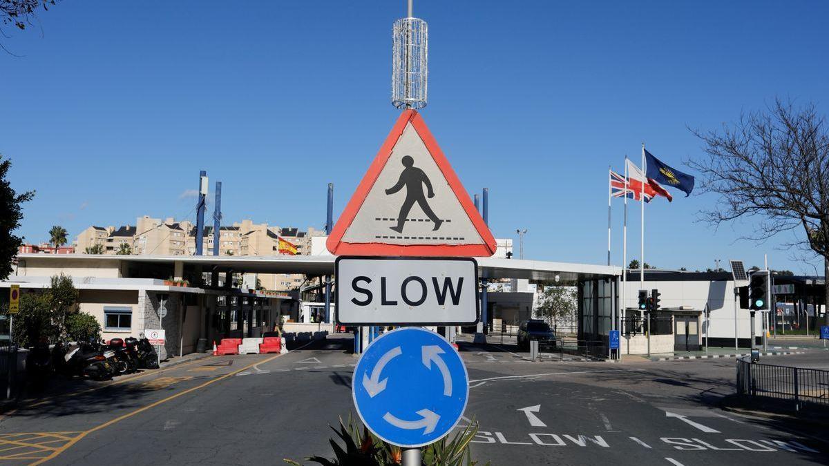 España levantará las restricciones de acceso por vía terrestre a Gibraltar a partir de este martes