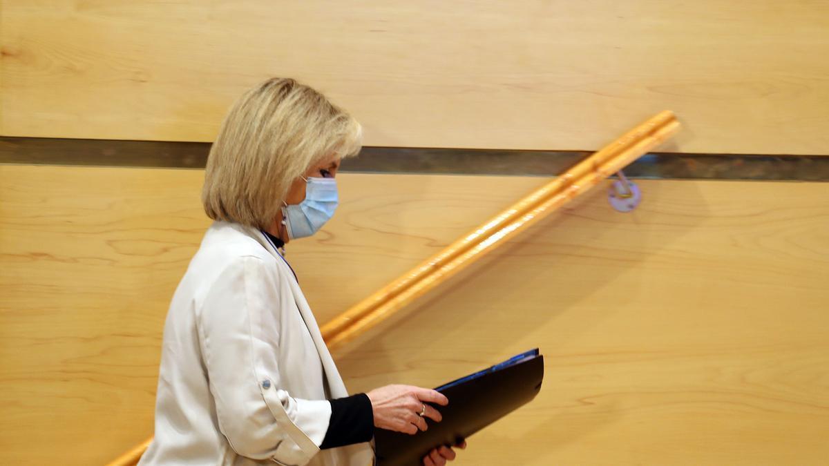 La consejera de Sanidad, Verónica Casado, en una imagen de archivo tras hablar sobre la estrategia de vacunación en relación al coronavirus.