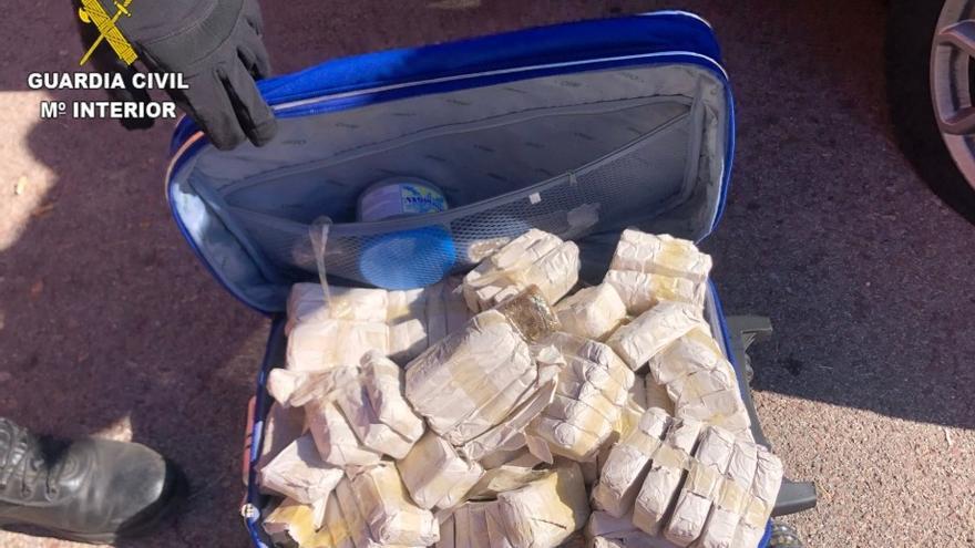 Detenido en la AP-7 cuando circulaba con casi 200 tabletas de hachís