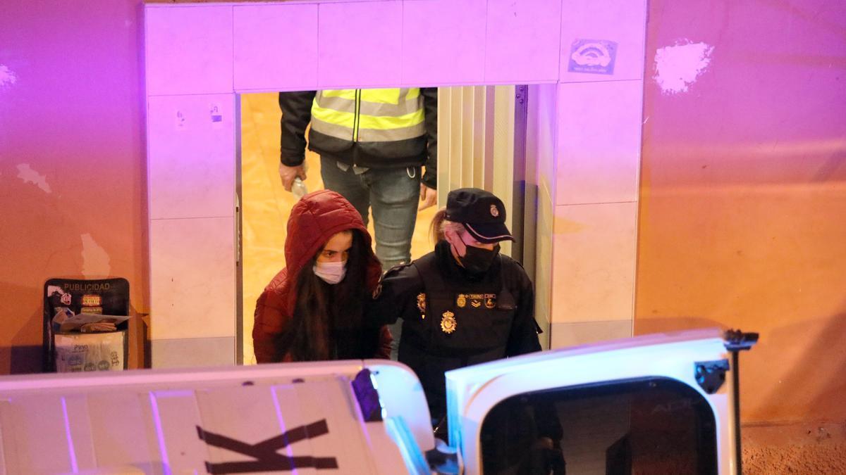 La madre de la niña en el momento de su detención.